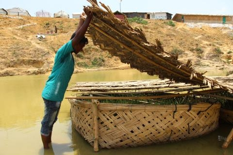 Grass is helping to protect Rohingya refugees against monsoon season